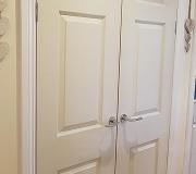 6 panel white wood grain internal door with modern chrome handles